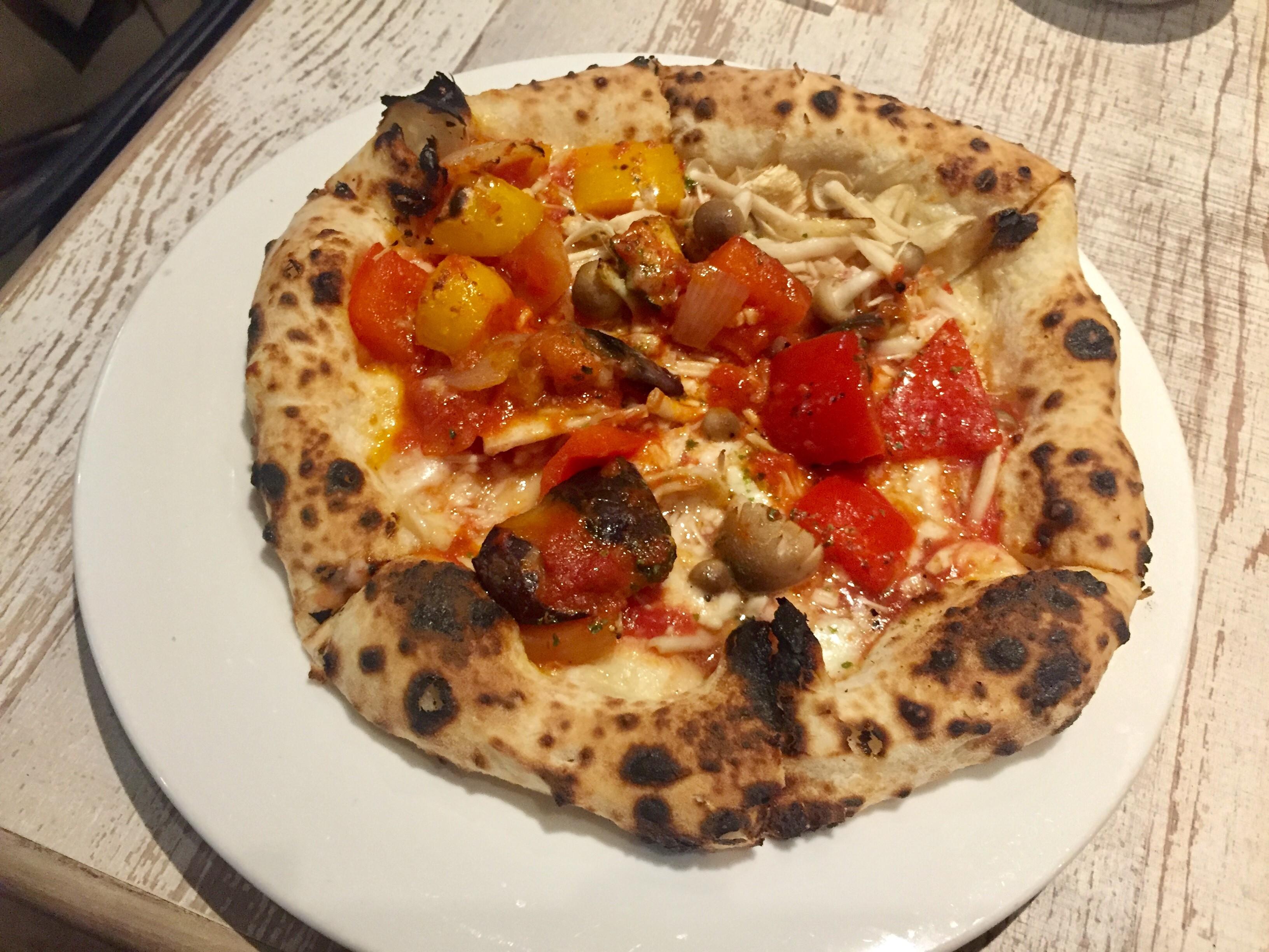 新宿三丁目駅4分「くろねこピッツァ」で味わえる焼きたてピザ